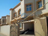 4 Bedrooms Villa in Villa Compound