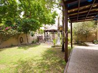 4 Bedrooms Villa in Meadows 6