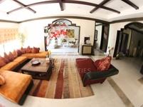 6 Bedrooms Villa in Hattan 2
