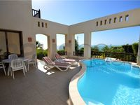 2 Bedrooms Villa in The Cove