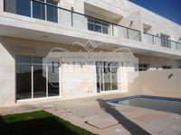 5 Bedrooms Villa in Umm Suqeim 3