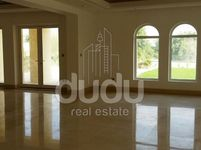6 Bedrooms Villa in Sector L