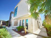 5 Bedrooms Villa in Jumeirah 3