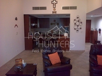 3 Bedrooms Apartment in Fox Hill 4
