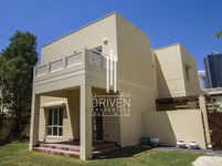 3 Bedrooms Villa in Meadows 1