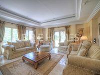 6 Bedrooms Villa in Meadows 8