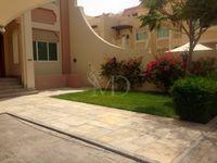 6 Bedrooms Villa in Villa Compound